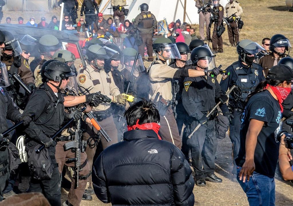 Standing_Rock_Police_1